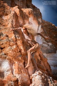 Milos Lion climbing